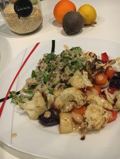 Quinoasalat mit gebackenem Gemüse und Tahinidressing