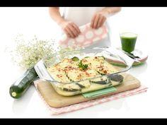 Una receta de calabacines rellenos. Prepara una bechamel sin gluten, una de dieta o la clásica con harina de trigo, en Thermomix® lo harás en un momentito.