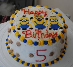 Despicable Me FBCT - Despicable Me design inspired by cc member amandacake. 3 layer Neapolitan cake with strawberries and cream filling and vanilla buttercream. Cookie Crisp cereal on the sides. Ice Cream Birthday Cake, My Birthday Cake, Birthday Ideas, Minion Birthday, Minion Party, Despicable Me Cake, Minion Cakes, Cookie Crisp Cereal, Chocolate Cake Recipe Easy