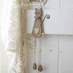 Hanging Dangly Cat-Wood