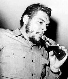 """ERNESTO """"CHE"""" GUEVARA LINCH-ARGENTINO-politico-medico- perioodista-uno de los ideologos de la Revolucion Cubana"""