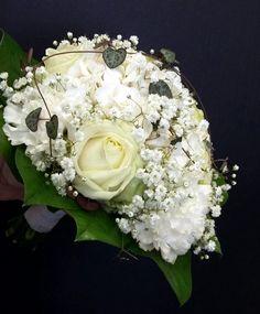 Hääkimppu: ruusut, hortensia, neilikka, harsokukka