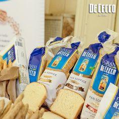 Dalle passione per le cose buone nasce il pane De Cecco...il suo segreto è la farina selezionata dai migliori grani e l'olio extravergine...prova tutta la nostra linea di prodotti! www.dececco.it   De Cecco bread is the result of the passion for good, genuine things. The secret lies in the flour, selected from the best wheat, and in extra virgin olive oil. Try all our product line! http://www.dececco.it/gb_en/