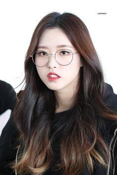 #Olivia_Hye #LOONA #올리비아혜 #이달의_소녀 Sooyoung, South Korean Girls, Korean Girl Groups, Loona Kim Lip, Fandom, Eye Circles, Olivia Hye, Me As A Girlfriend, Kpop Girls