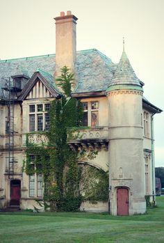 """The Collinswood Mansion  - Carey Mansion of Newport, Rhode Island -  """"Dark Shadows""""  (1966-1971 TV Show)  via DealsPVD.com"""