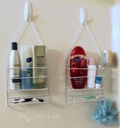 Organize every nook and cranny on a budget with these dollar store bathroom organizing tips. organize your whole bathroom with one dollar store trip. Command Hooks, Ideas Para Organizar, Tiny Apartments, Tiny Spaces, Organizing Your Home, Bathroom Storage, Shower Storage, Bathroom Hacks, Bathroom Ideas
