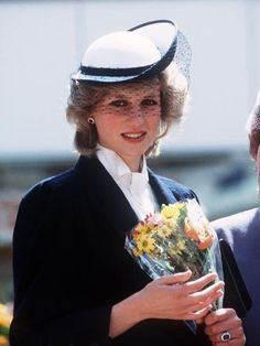 Photo of lady diana for fans of Princess Diana 18624047 Princess Diana Photos, Princess Diana Fashion, Princes Diana, Princess Of Wales, Royal Princess, Pregnant Princess, Elisabeth, Lady Diana Spencer, Walkabout