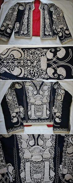 Traditional embroidered women's 'cepken' (long-sleeved vest) from the Havran district (in the western part of the Balıkesir province). Locally called 'çuha'. Early 20th century. Design: 'armutlu' (= with pear-motif). 'Silver' metal thread on velvet; embroidery technique: 'kordon tutturma' (applied cord). (Source: Tekin Uludoğan, Balıkesir).