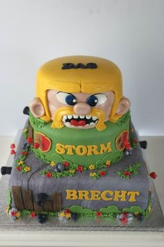 Barbarian king clash of clans cake  pate a sucre  Pinterest  Clash ...