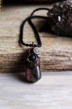 Rhodonite Gemstone Necklace...Hand Sculpted Clay by por TRaewyn