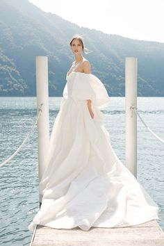 The new Monique Lhuillier wedding dresses have arrived! Take a look at what the latest Monique Lhuillier collection has in store for engaged brides. Wedding Dress Trends, Fall Wedding Dresses, Bridal Dresses, Wedding Gowns, Wedding Blog, Wedding Photos, Wedding Ideas, Bridal Looks, Bridal Style