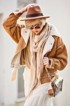 darya kamalova thecablook russian italian fashion bogger street style trend hm hat chicwish coat gucci scarf