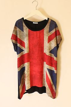 T-shirt crafted in cotton, featuring round neck, short sleeves, the union jack print to front, irregular hemline, all in loose fit.