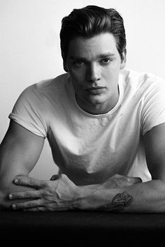 Dominic Sherwood photographed by Stephen Busken Alec And Jace, Clary E Jace, Shadowhunters Series, Dominic Sherwood Shadowhunters, Jace Wayland, Matthew Daddario, Clace, Book People, Shadow Hunters