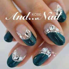Pin by Annie Gazzano on deco ongles 30 in 2020 Pearl Nails, Rhinestone Nails, New Nail Designs, Beautiful Nail Designs, Fabulous Nails, Gorgeous Nails, Silver Nail Art, Modern Nails, Latest Nail Art