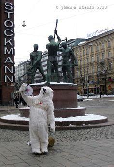 Veden vuosi 2013: Jääkarhuja Helsingin keskustassa osa 2 Ice, Snow, Outdoor Decor, Eyes, Ice Cream, Tape