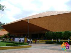 MICHOACÁN MÁGICO. Rodeado de áreas verdes, estacionamientos, un planetario, una biblioteca, un hotel, un confortable teatro, un área para exposiciones y 9 salones para eventos, el Centro de Convenciones de Morelia es considerado uno de los más completos de todo México. Este lugar es en definitiva, una excelente opción para el turismo de negocios. El Centro de Convenciones de Morelia se encuentra a 10 minutos del centro histórico. HOTEL FLORENCIA REGENCY http://www.florenciaregency.mx/