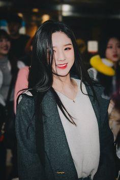 K-Pop Babe Pics – Photos of every single female singer in Korean Pop Music (K-Pop) Kpop Girl Groups, Korean Girl Groups, Kpop Girls, Your Girl, My Girl, Loona Kim Lip, Korean Wave, Fandom, Olivia Hye