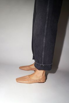 Easy slip-on elastic top ballet shoe. Textured natural lambskin upper. Leather lined. Soft rubber sole. DETAILS 100% Lambskin. Made in Brazil. FIT Runs true to size. Half sizes please size up. Mari Giudicelli, Shoe Department, Leather Art, Spring Outfits, Spring Clothes, Sock Shoes, Designer Shoes, Ballerina, Ballet Shoes
