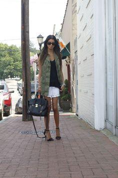 #blogger #fashionblog #fashionroll #zaracargovest #hmcrochetshorts #philliplimbag #summerstyle #dogdaysofsummer