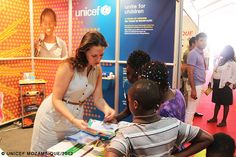 Corporate partners, Government officials, young people, artists, school children and community members visited the UNICEF stand at FACIM (Maputo International Business Fair). This is the third year UNICEF participates in this annual event to raise awareness and advocate for increased child focused corporate social responsibility programmes. Our participation aims to promote Child-Focused Corporate Social responsibility and explore opportunities for partnerships.