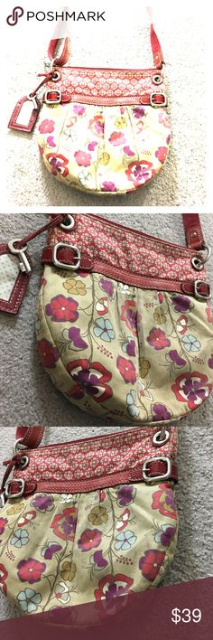 Fossil floral fabric leather crossbody key Very cute Crossbody messenger style fossil purse floral fabric with leather trim has the key keychain as well as an ID tag cute bag just needs to be cleaned with some cleaner I ran outinside there's one big pocket for a phone or wallet as well as another zipper pocket awesome bag non-smoking home fast delivery at an excellent price get it today Fossil Bags Crossbody Bags