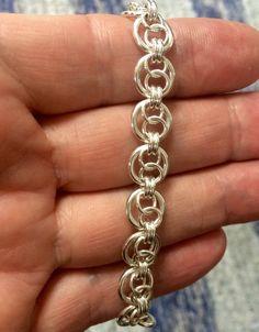 Jump Ring Jewelry, Metal Jewelry, Beaded Jewelry, Handmade Jewelry, Etsy Handmade, Handmade Silver, Bracelets Articulés, Bijoux Fil Aluminium, Chainmaille Bracelet