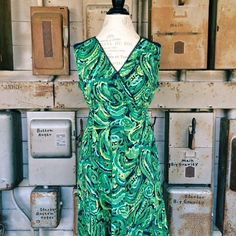 ❌Green Dress Size small. In great condition. Feel free to ask any questions! Dresses