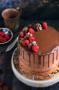 csurgatott csokitorta recept Sweets Cake, Chocolate Cake, Cake Decorating, Food Photography, Cheesecake, Food Porn, Food And Drink, Birthday Cake, Yummy Food