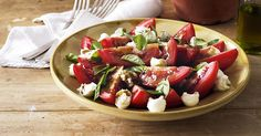 Bocconcini, Tomato and Basil Salad. Bring the national colours of Italy to your table with this delicious balsamic-dressed salad. New Recipes, Salad Recipes, Vegetarian Recipes, Cooking Recipes, Favorite Recipes, Basil Recipes, Savoury Recipes, Fun Cooking, Healthy Recipes