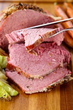 This Crock Pot Corned Beef is so tener and juicy from cooking in your slow cooker! This Crock Pot Corned Beef is so tener and juicy from cooking in your slow cooker! Cooking Corned Beef, Slow Cooker Corned Beef, Corned Beef Recipes, Slow Cooked Meals, Crock Pot Slow Cooker, Crock Pot Cooking, Corned Beef And Cabbage Recipe Crock Pot, Corned Silverside, One Pot Dinners