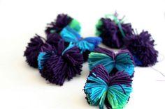 Making Pompoms in Bulk - Flax & Twine Pom Pom Crafts, Yarn Crafts, Diy Crafts, Pom Pom Baby, Pom Poms, Crafts For Girls, Arts And Crafts, Pom Pom Wreath, How To Make A Pom Pom