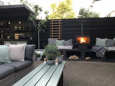 50 Backyard Landscaping Ideas that Will Make You Feel at Home - The Trending House Back Patio, Backyard Patio, Backyard Landscaping, Garden Types, Outside Living, Outdoor Living, Back Gardens, Outdoor Gardens, Outdoor Spaces