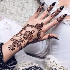 Latest new easy and simple Arabic Mehndi Designs for full hands for beginners, for legs and bridals. Stunning Arabic Mehndi Designs Images for inspiration. Tattoo Son, Et Tattoo, Tattoo Henna, Henna Tattoo Designs, Henna Designs Wrist, Tribal Henna Designs, Cool Henna Designs, Wrist Tattoo, Art Designs