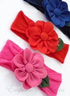 Flores de feltro na meia de seda