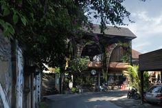 Project: Alexis Dornier Location: penestanan, bali, indonesia Area: 300 m2 Year: 2016 Construction: HAL STUDIOS INDONESIA Collaborators: Eric Urmetzer Photo Credit: ALEXIS DORNIER