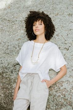 Loose linen top MIDWAY in White. Oversized washed linen   Etsy Blouse En Lin, Style Kimono, Summer Blouses, Linen Blouse, Kimono Fashion, Fabric Samples, Natural Linen, Style Guides, Looks Great