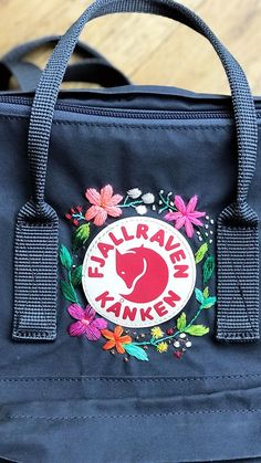 New Embroidery Designs Flowers Handmade Ideas Embroidery Leaf, Flower Embroidery Designs, Cute Embroidery, Embroidery Stitches, Embroidery Patterns, Embroidery Techniques, Mochila Kanken, Fjällräven Kanken, Flower Fashion
