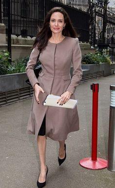 Angelina Jolie commence son premier jour d'école en tant que professeur - Fashion Style Mag