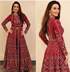 Preeti zinta in Anita dongre Stylish Dress Designs, Stylish Dresses, Fashion Dresses, Kurti Designs Party Wear, Kurta Designs, Blouse Designs, Ethnic Dress, Indian Ethnic Wear, Indian Wedding Outfits