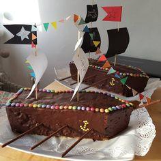 """Gefällt 12 Mal, 3 Kommentare - Julia (@muddiviert) auf Instagram: """"Piratenschiff-Geburtstagskuchen zum fünften Geburtstag #Kindergeburtstag #piratengeburtstag…"""""""