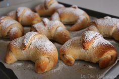La Fée Stéphanie: Croissants vegan à la farine complète, coeur de crème de noisettes, recette rapide pour un petit déjeuner de roi!