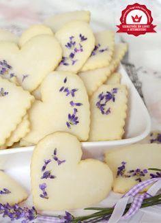 Citromhab: Citromos-levendulás keksz Hungarian Desserts, Hungarian Recipes, Hungarian Food, Lemon Recipes, Sweet Recipes, Cookie Recipes, Dessert Recipes, Sweets Cake, Baking And Pastry