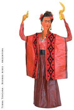 Serie de esculturas en cartapesta que evocó a Frida Kahlo.