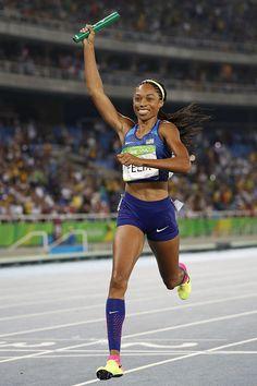 USA's Allyson Felix celebrates winning the Women's Relay Final during the… Track Uniforms, Jackie Joyner Kersee, Flo Jo, Allyson Felix, Track Team, Beautiful Athletes, Rio 2016, Team Apparel, Jokes