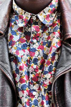 Zara ya gelmiş bile bu tarz desenli gömlekler hatta  kes ayakkabısını bile yapmışlar aynı desen den .  Sezon diye pahallı biraz ama indirimi de beklemek pek istemiyorum  ne yapsam kararsız kaldım gidip alsammı acaba yarın  ;))