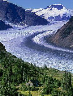 Minería Old Cabin cerca de Salmon Glacier, cerca de Stewart, Columbia Británica, Canadá y Hyder, Alaska, EE.UU