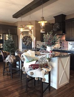 47 Comfy Rustic Winter Kitchen Ideas After Christmas - Kitchen Decor Farmhouse Christmas Kitchen, New Kitchen, Kitchen Layout, Kitchen Rustic, Rustic Kitchens, Farm House Kitchen Ideas, Kitchen Mats, Kitchen White, Awesome Kitchen