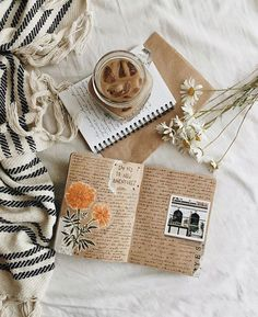 I love this! Bookstagram layout ideas I love this! Cozy Aesthetic, Autumn Aesthetic, Brown Aesthetic, Aesthetic Photo, Aesthetic Pictures, Flat Lay Photography, Book Photography, Estilo Blogger, Journal Aesthetic