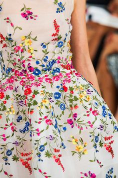 Défile Oscar de la Renta Prêt-à-porter Printemps-été 2015 ...don't know what this says...but love the colors